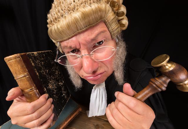 Berufstracht, Krawatte, Robe, Krawattenpflicht, Strafgericht, Langbinder, Amtsgericht, Landgericht