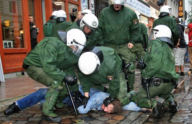 Polizeigewalt, Festnahme, Polizei, Gewalt, Handyvideo, Video, iPhone, Smartphone