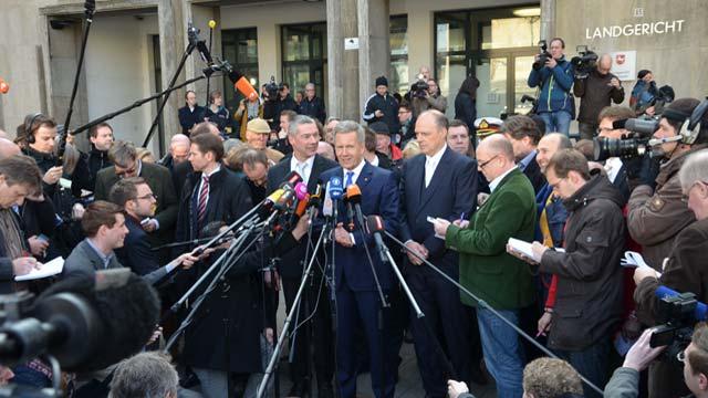 Strafverteidiger, Presse, Medien, Pressemitteilung, Interview, Foto, Schweigen, Verschwiegenheit, Medienvertreter, Pressevertreter