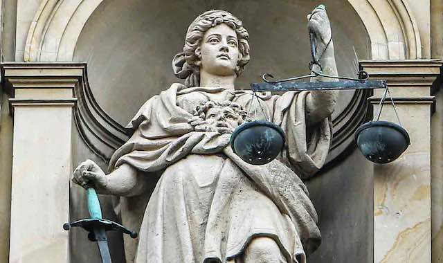 Strafverteidigung, Auftreten, Hauptverhandlung, Rechtsanwälte, Strafrecht, Strafverteidiger, unerschrocken, mutig, Mut, Courage, couragiert