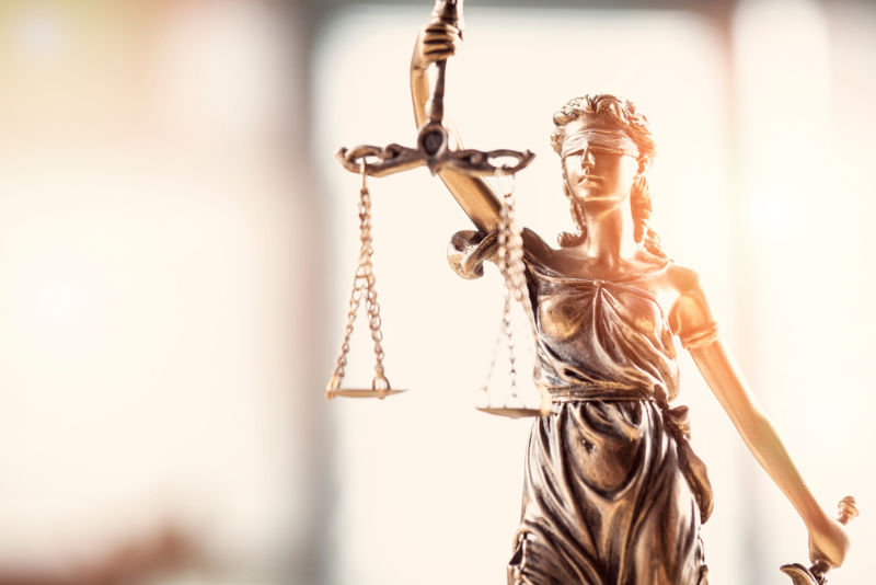 Gerechtigkeit, Justitia, Urteil, Strafrecht, Strafverteidigung, Strafgericht, Strafkammer, Schöffengericht, Kriminalität